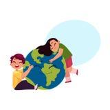 Crianças que abraçam o globo de sorriso, caráter do planeta da terra Imagens de Stock