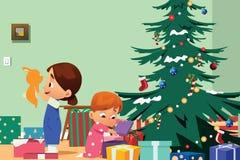 Crianças que abrem a ilustração dos presentes de Natal Imagens de Stock Royalty Free