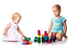 Crianças que constroem um castelo imagem de stock