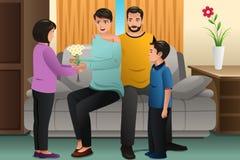 Crianças que dão flores a seus pais Foto de Stock