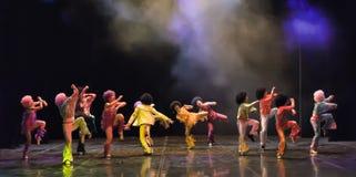 Crianças que dançam na fase Foto de Stock Royalty Free