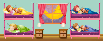 Crianças que dormem no bunkbed Imagens de Stock Royalty Free