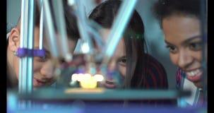 Crianças que estudam o processo da impressão 3d Fotografia de Stock