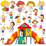 Crianças que fazem ações diferentes e teatro Imagem de Stock