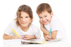 Crianças que fazem trabalhos de casa Imagens de Stock Royalty Free