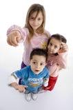 Crianças que indicam o Fotos de Stock Royalty Free