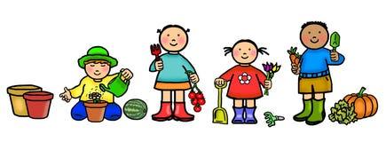 Crianças que jardinam, ferramentas, vegetais, frutos, flores Foto de Stock Royalty Free