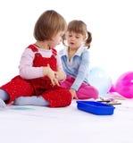 Crianças que jogam com pintura Fotografia de Stock Royalty Free