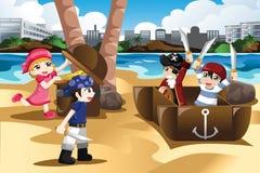Crianças que jogam como piratas Imagens de Stock