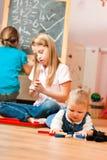 Crianças que jogam em casa Imagem de Stock Royalty Free