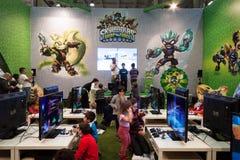 Crianças que jogam em G! vem o giocare em Milão, Itália Imagem de Stock Royalty Free