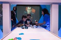Crianças que jogam em G! vem o giocare em Milão, Itália Fotografia de Stock