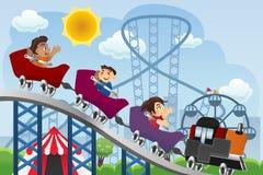 Crianças que jogam em um parque de diversões Fotografia de Stock Royalty Free
