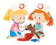 Crianças que jogam a enfermeira com boneca ilustração royalty free