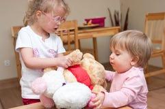 Crianças que jogam junto Imagem de Stock