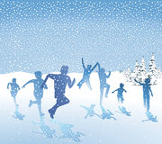 Crianças que jogam na neve Foto de Stock