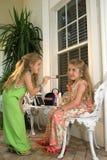 Crianças que jogam o dressup Imagens de Stock Royalty Free