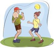 Crianças que jogam o frisbee Fotografia de Stock Royalty Free