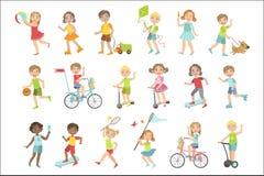 Crianças que jogam o grupo da parte externa ilustração stock