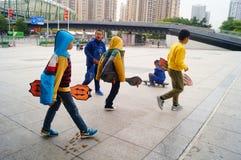Crianças que jogam a polia Imagem de Stock