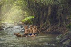 Crianças que nadam Fotografia de Stock