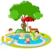 Crianças que nadam na piscina Fotos de Stock