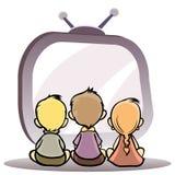 Crianças que prestam atenção à tevê Fotografia de Stock Royalty Free