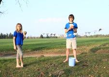Crianças que secam cédulas Foto de Stock