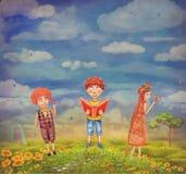 Crianças que sentem felizes em um monte Foto de Stock Royalty Free
