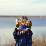 Crianças que têm o divertimento Fotografia de Stock