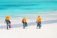 Crianças que vão à escola em Zanzibar foto de stock royalty free