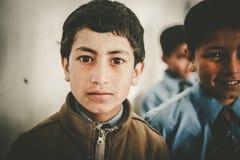 Crianças que vêm à escola em Skardu, Paquistão Fotos de Stock Royalty Free