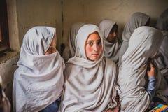 Crianças que vêm à escola em Skardu, Paquistão Fotos de Stock