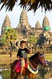 Crianças que visitam Angkor Wat a Fotos de Stock Royalty Free