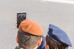 Crianças romenas em uma parada imagens de stock royalty free