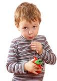 A criança bebe o suco Foto de Stock Royalty Free