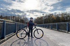 Criança com a bicicleta na estrada Fotografia de Stock Royalty Free