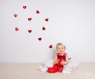 Criança com corações Fotos de Stock Royalty Free