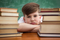 Criança com dificuldade de aprendizagem Fotografia de Stock Royalty Free