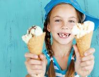 Criança com gelado Foto de Stock Royalty Free