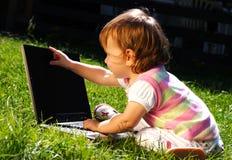 Criança com portátil Imagens de Stock