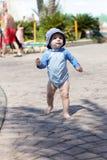 Criança de passeio Foto de Stock