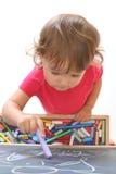 A criança desenha com giz Fotografia de Stock Royalty Free