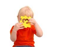 A criança mantem o enigma com numeral e Foto de Stock Royalty Free