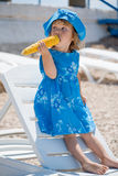 Criança na praia Imagem de Stock Royalty Free