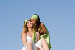 Criança que dá a matriz um beijo Fotos de Stock Royalty Free