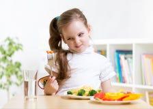 Criança que recusa comer seu jantar Fotos de Stock Royalty Free