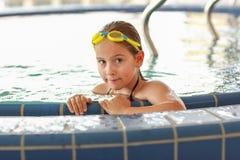 Criança que relaxa no whirlpool Imagem de Stock