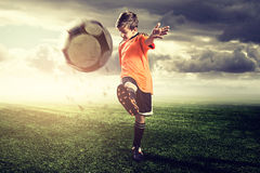 Criança talentoso do futebol Foto de Stock Royalty Free