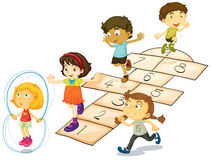 Crianças e amarelinhas Fotos de Stock